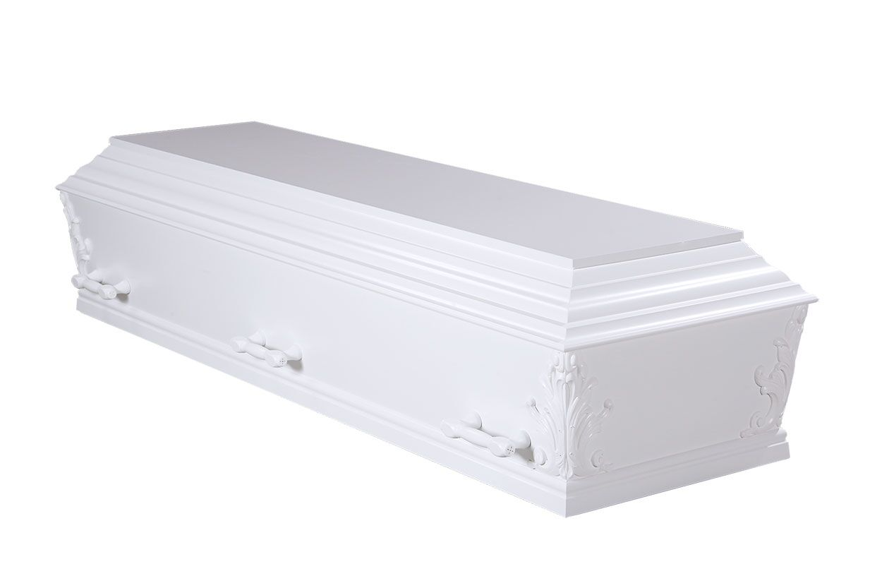 Hvid kiste med dekorationer i hjørnerne